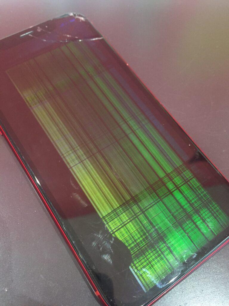 iPhoneXR画面破損写真